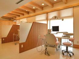 すべての診療台がパーテーションで区切られております